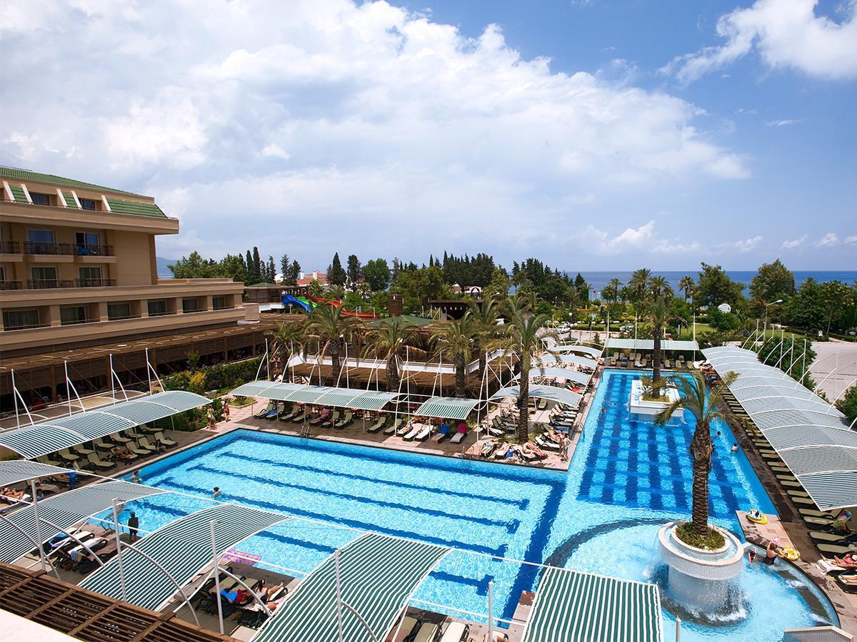 Внутренний двор отеля Crystal De Luxe Resort & SPA