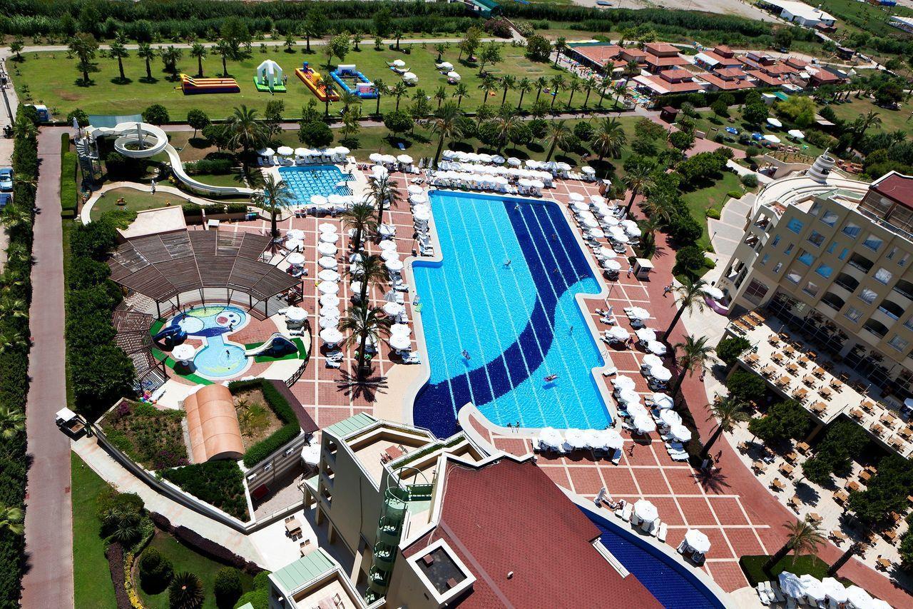 На фото отель Silence Beach Resort