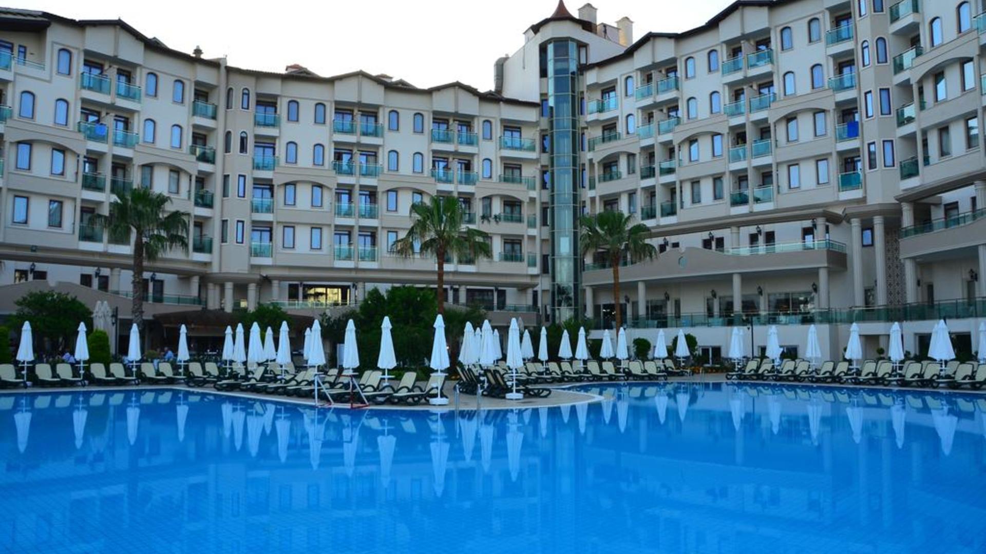 На фото отель Bella Resort & Spa
