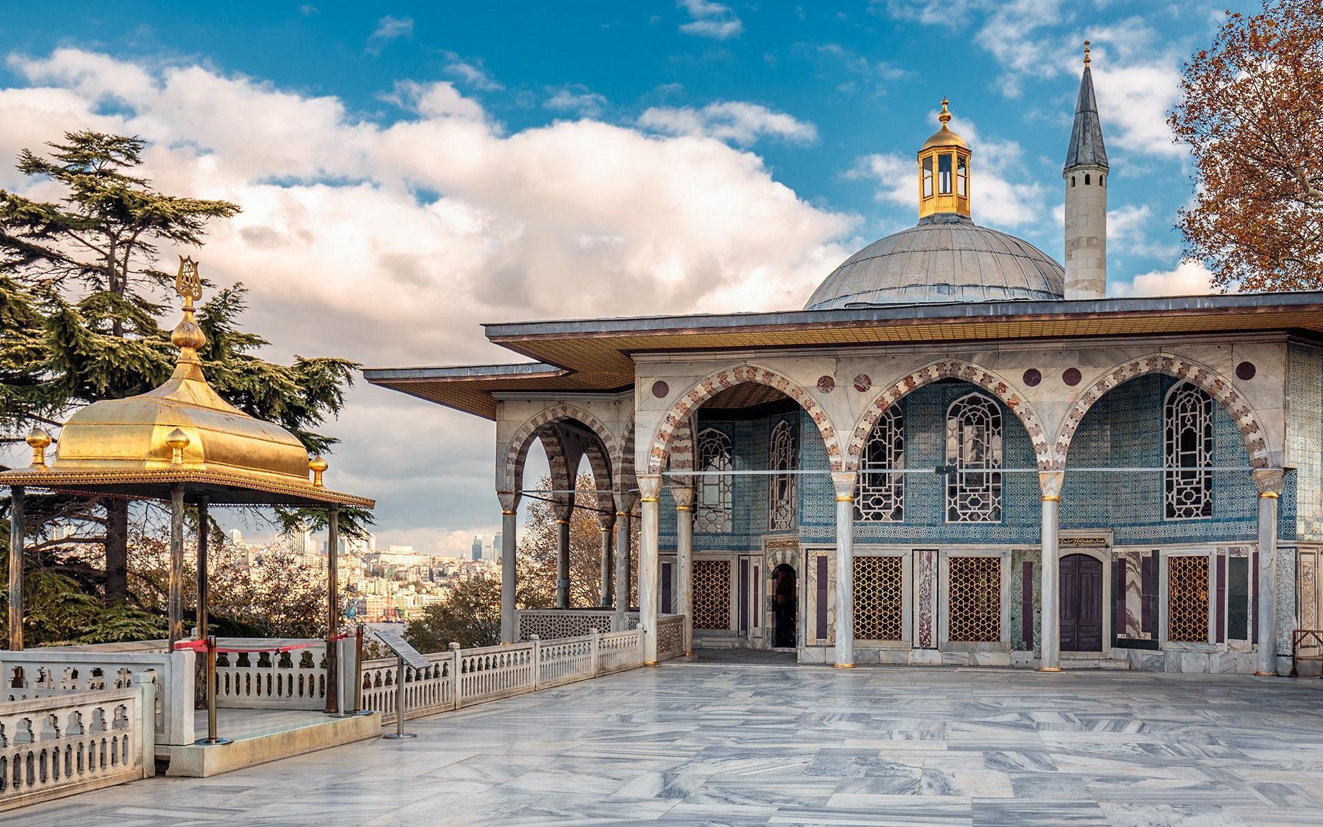 История дворца Топканы