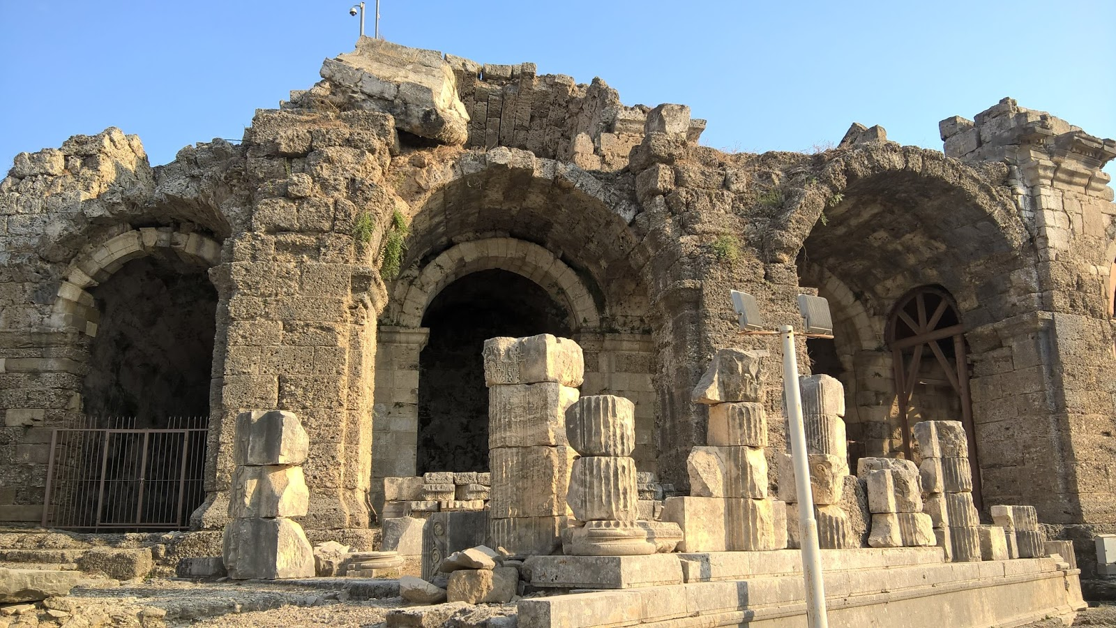 На фото Храм Диониса