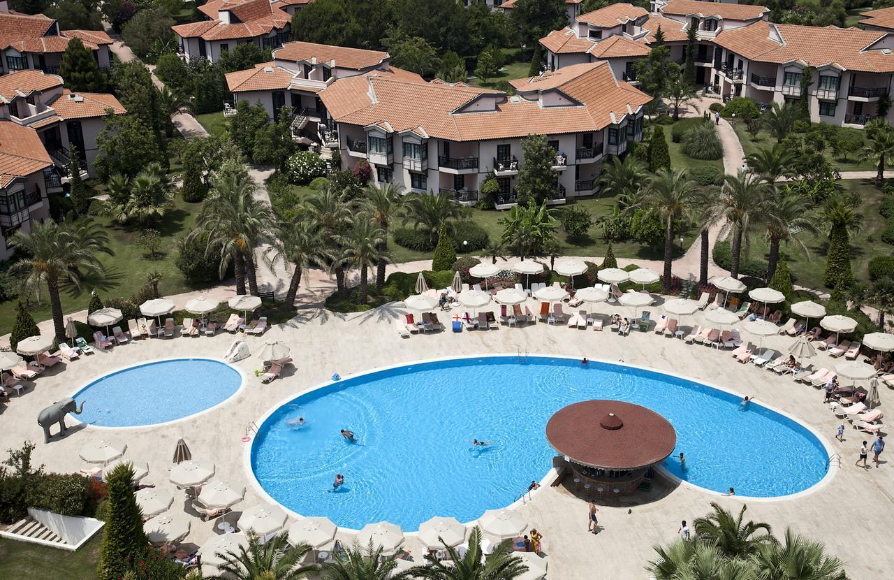 На фото отель Starlight Resort Hotel