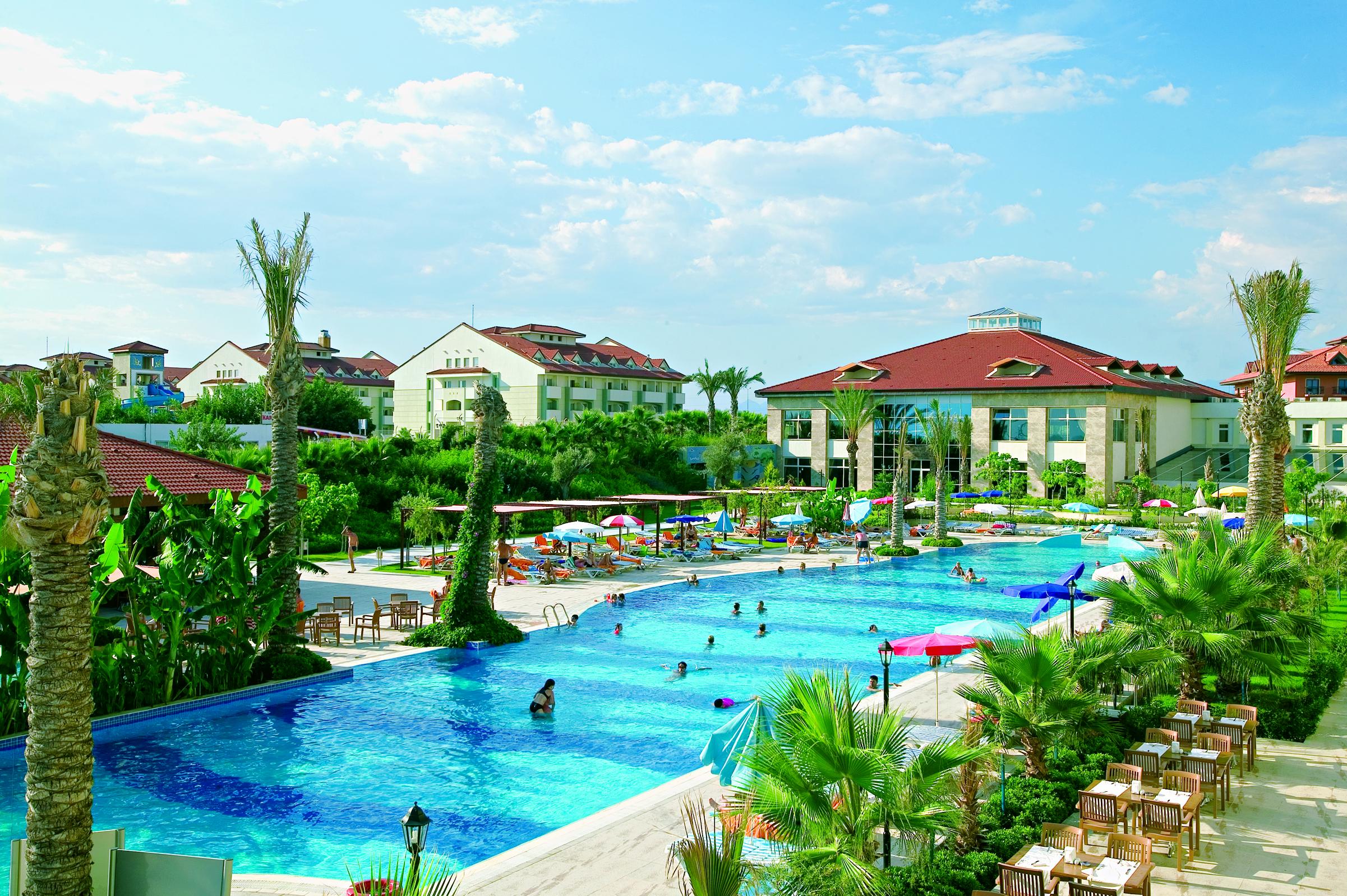 На фото отель Sural Resort