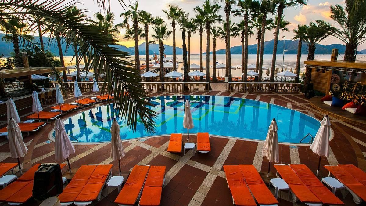 На фото отель Elegance Hotel International 5*
