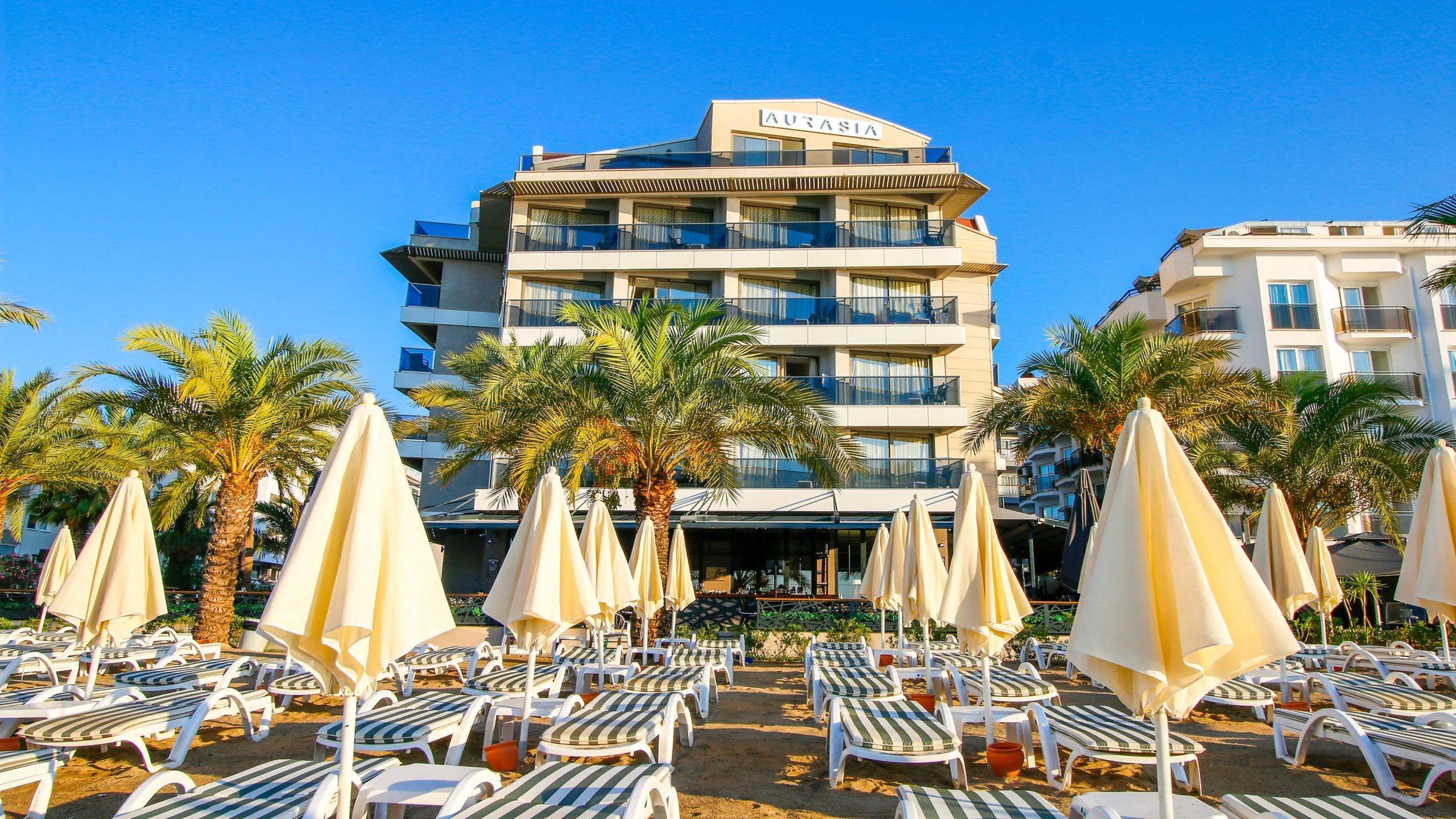 На фото Aurasia Beach Hotel 3*