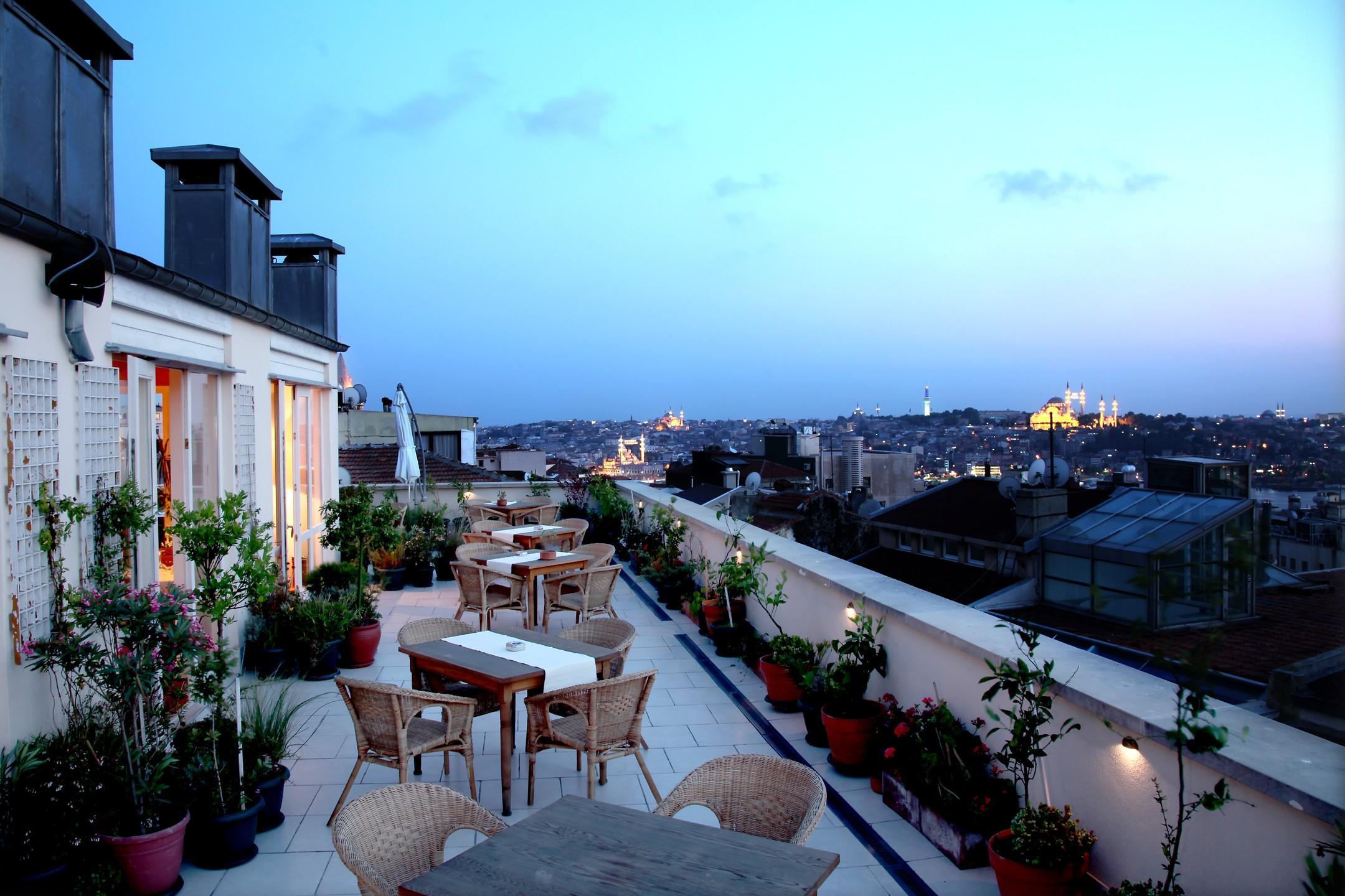 На фото отель Adahan Istanbul