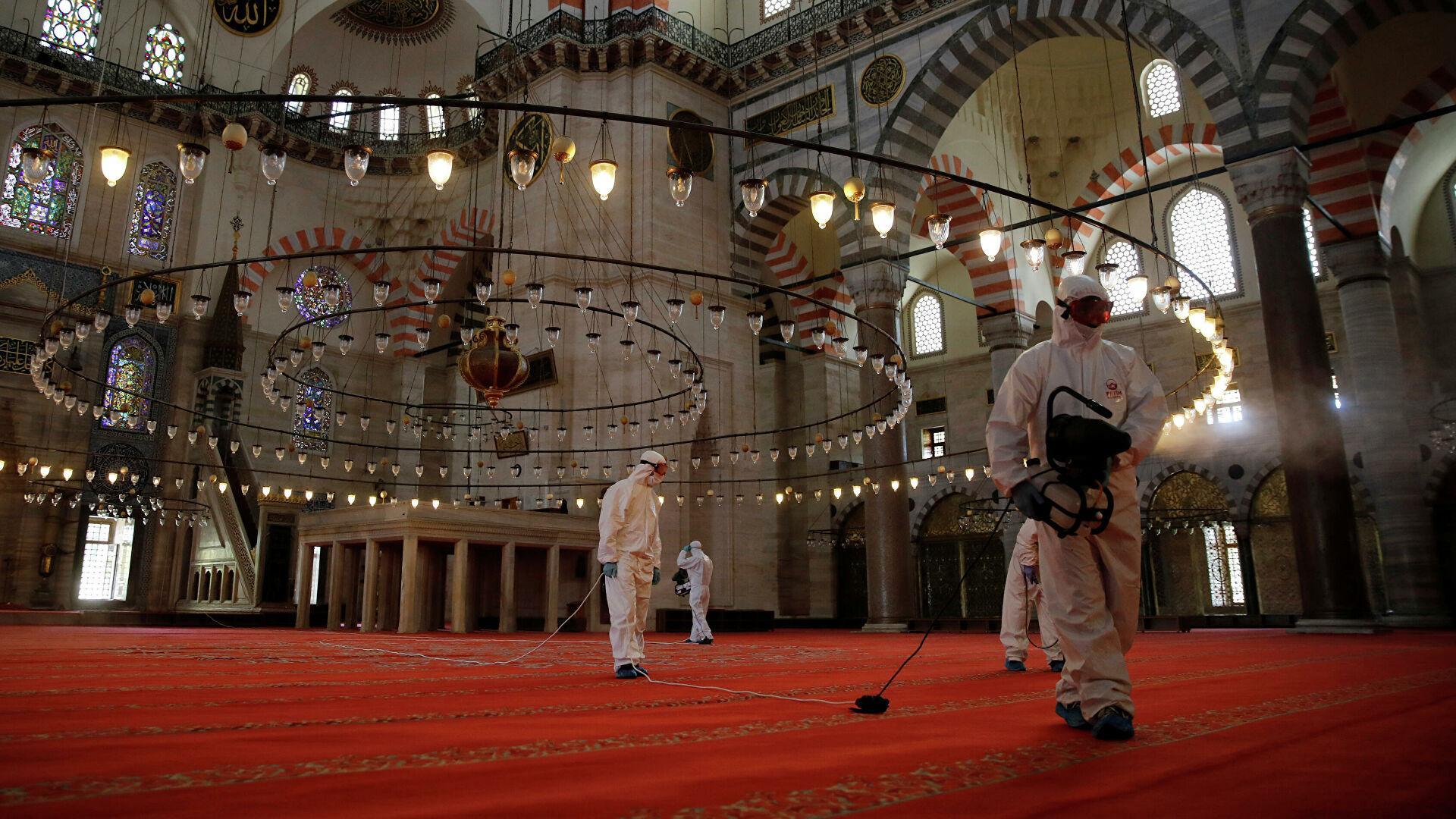 Мечеть Сулеймание в Стамбуле во время коронавируса