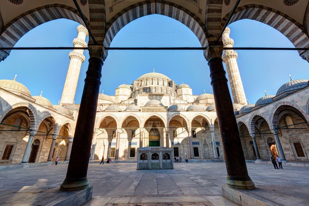 Мечеть Сулеймание в Стамбуле внутри