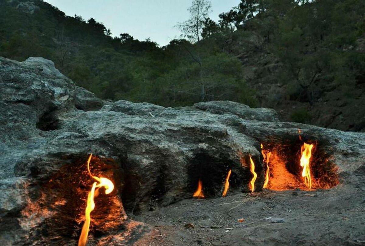 Фото горящей горы Янар