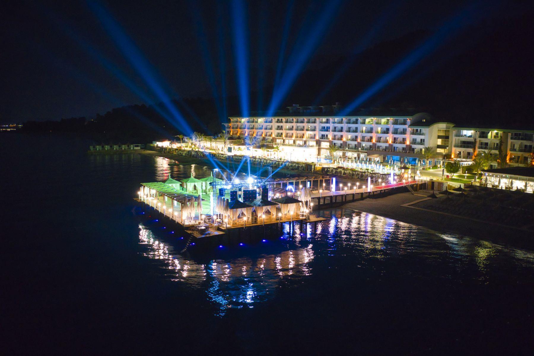 Отель Гранд Парк Кемер ночью