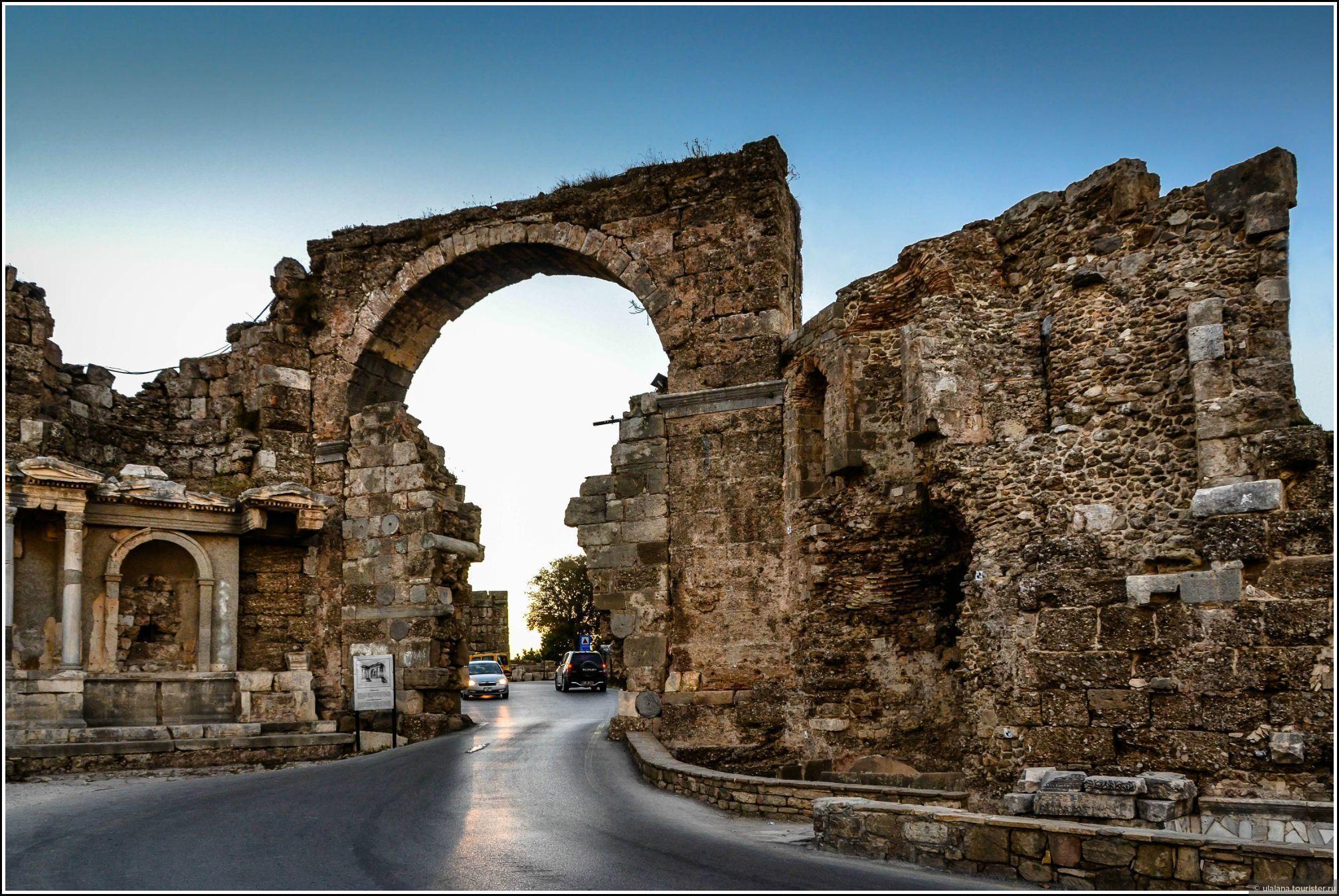 Большинство руин древнего памятника в Сиде доступны бесплатно