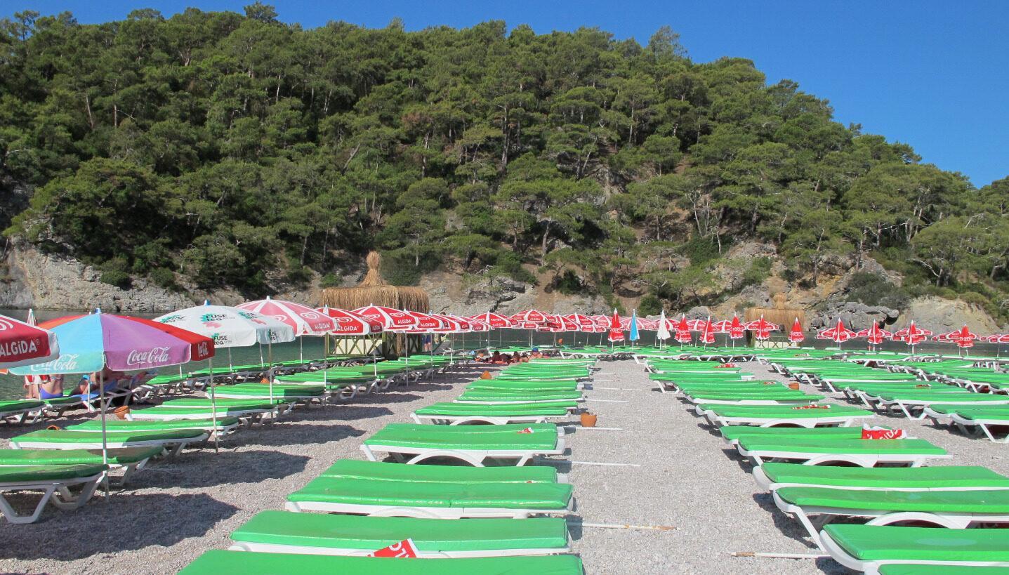 Фото лежаков на пляже