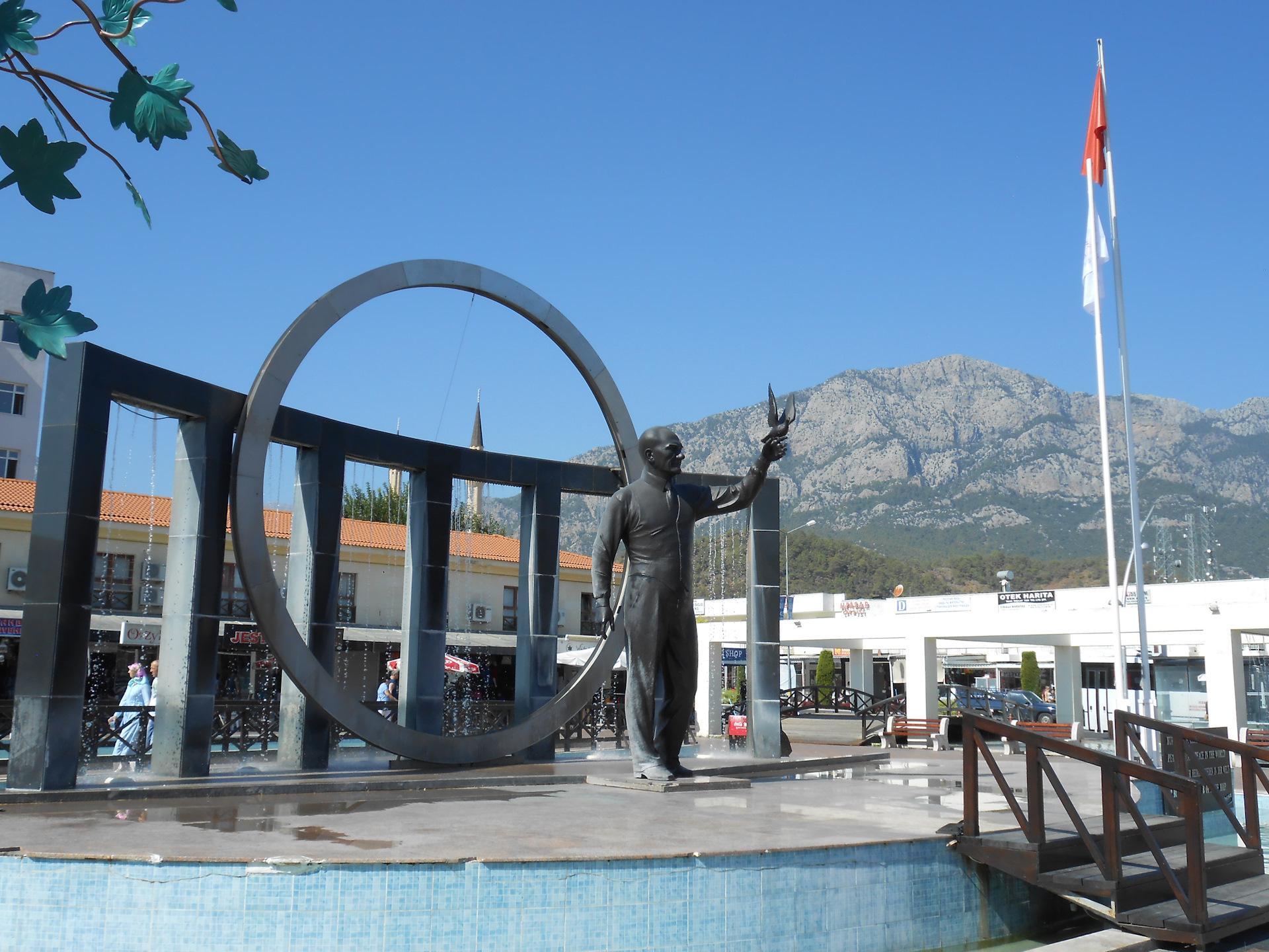 Фото памятника Ататюрку