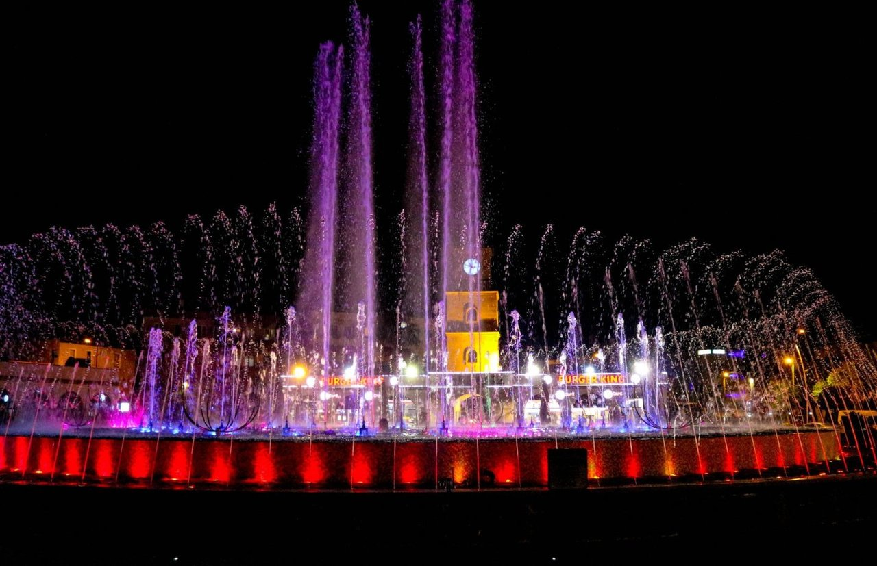 Фото танцующего фонтана