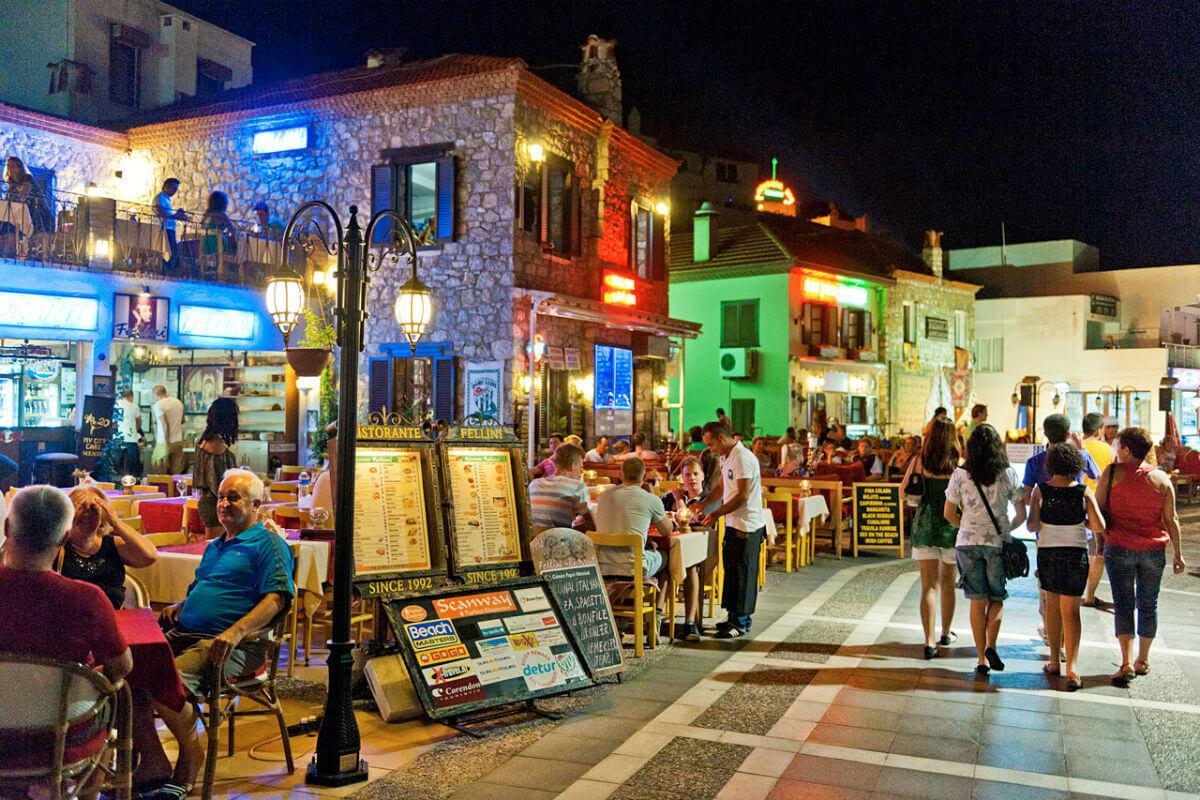 Фото улицы баров
