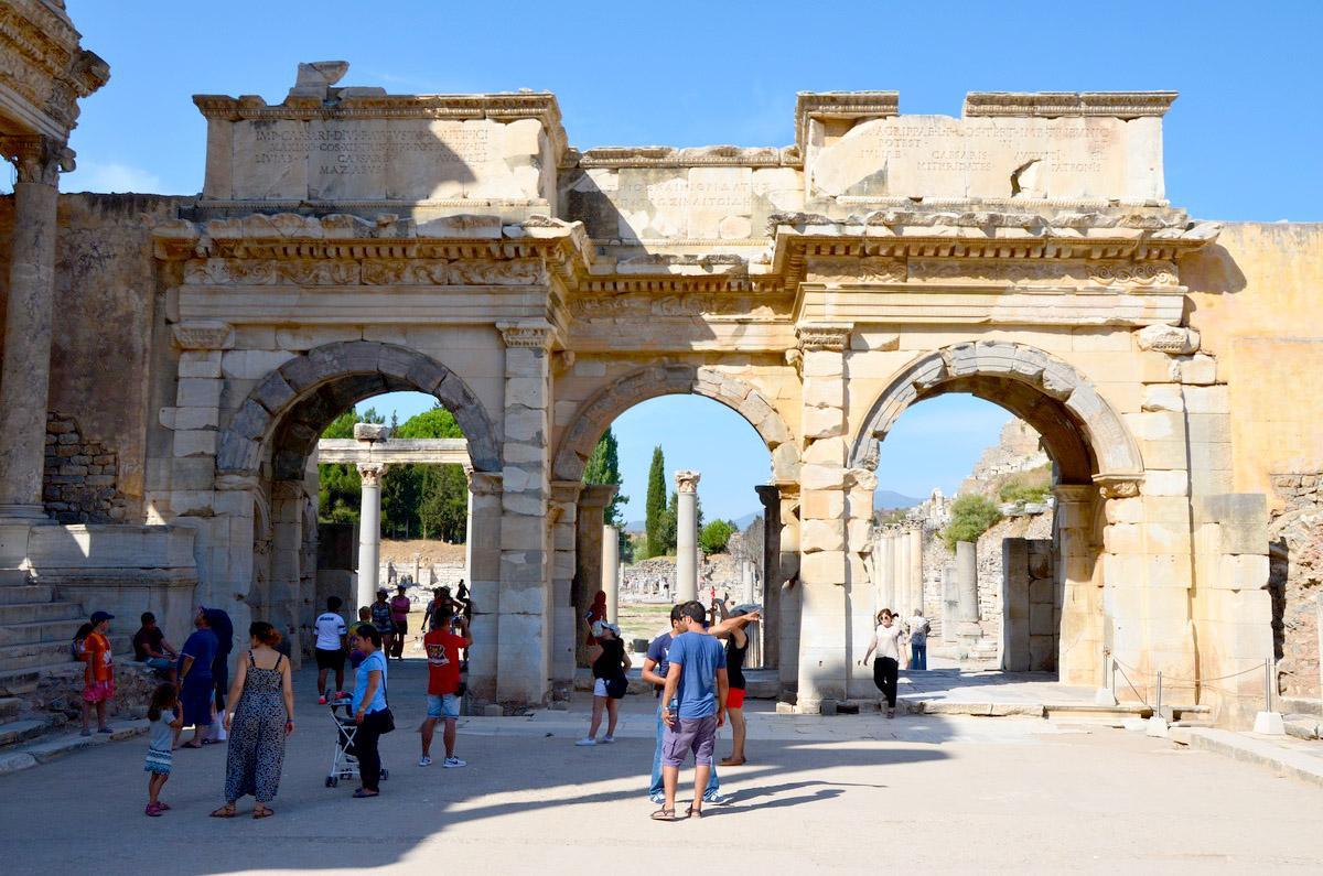 Город Эфес: ворота